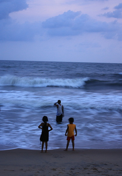 Sean Pinto photoGRAPHY - Kids in a Blue Sea