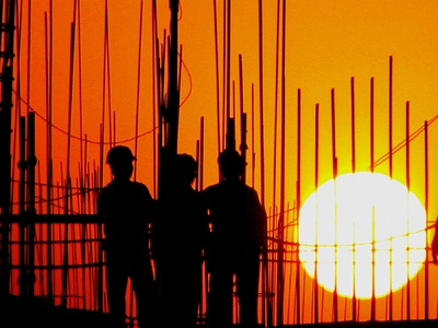 Sean Pinto photoGRAPHY - Construction workers at night - Watching the sunset