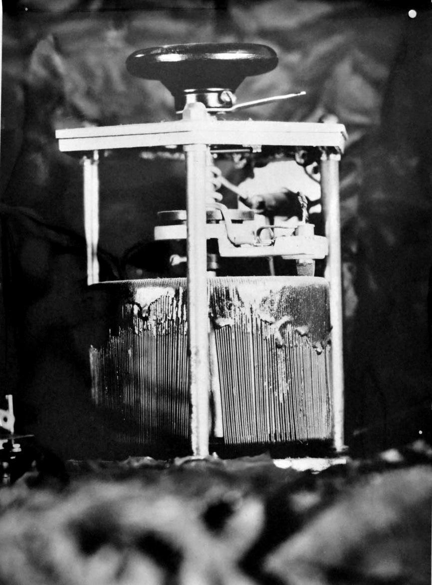 Pedro Wainer - Autotransformador de salida variable Variostat. 107 cm x 170 cm. Exposición directa sobre papel RC brillo, impresión única. (2013)