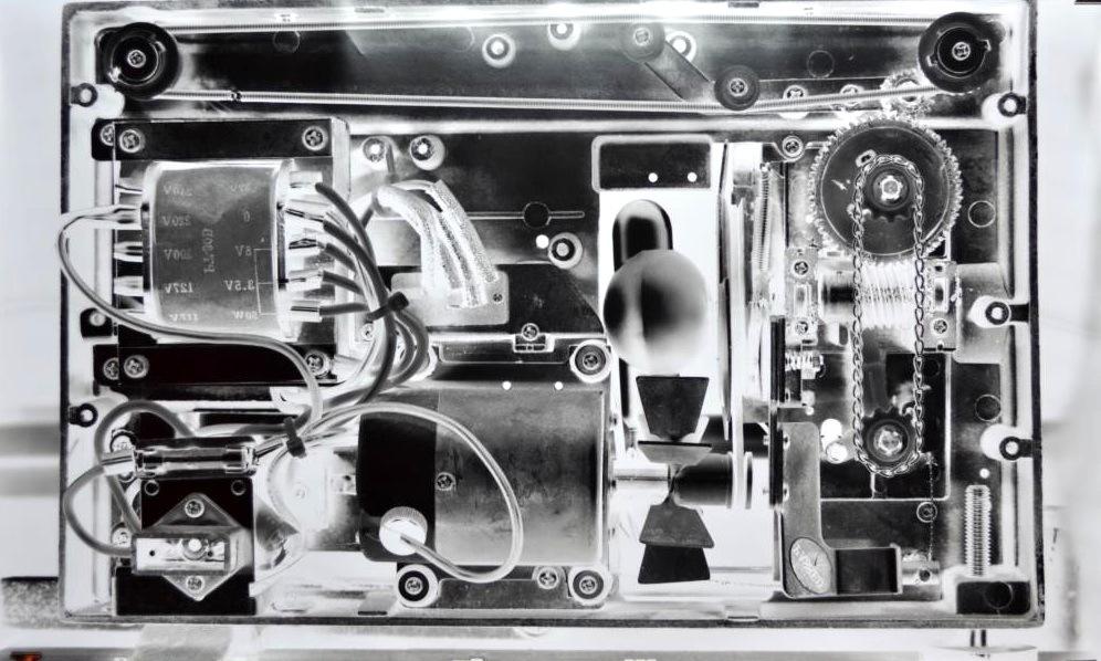 Pedro Wainer - Proyector de súper-8 (marca desconocida). 180 cm x 107 cm. Exposición directa sobre papel RC perla, original (impresión única). (2014)