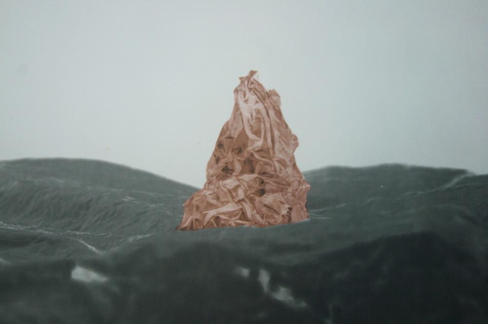 Pedro Wainer - 25 x 30 cm. Exposición directa sobre gelatina de plata, virado al cobre. Impresión Única. (2012)