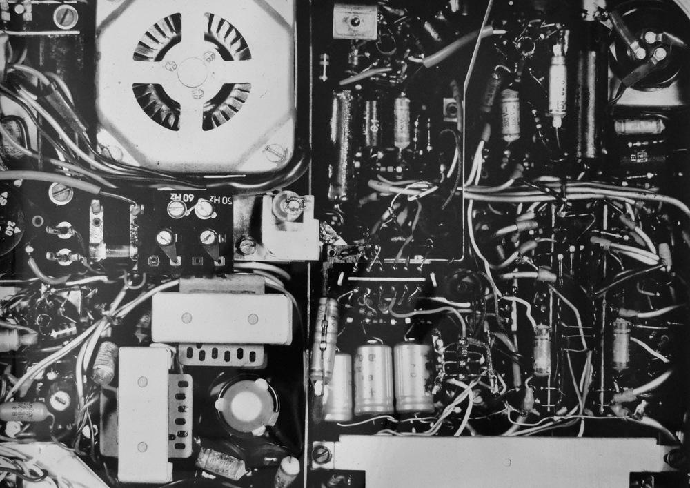 Pedro Wainer - Detalle de grabador Telefunken. 150 x 107 cm. Exposición directa sobre papel RC brillo, impresión única. (2013)